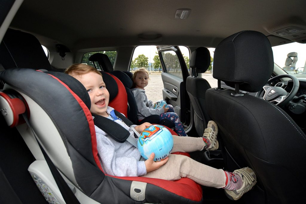 Podróż z dziećmi samochodem