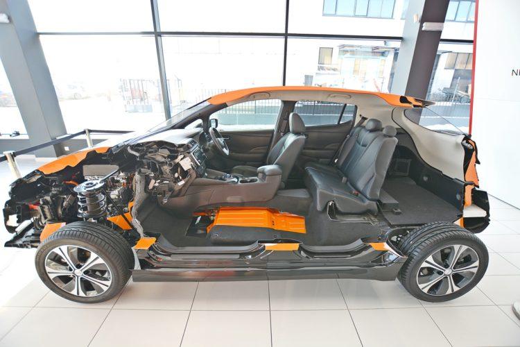 Przepołowiony Nissan Leaf 7