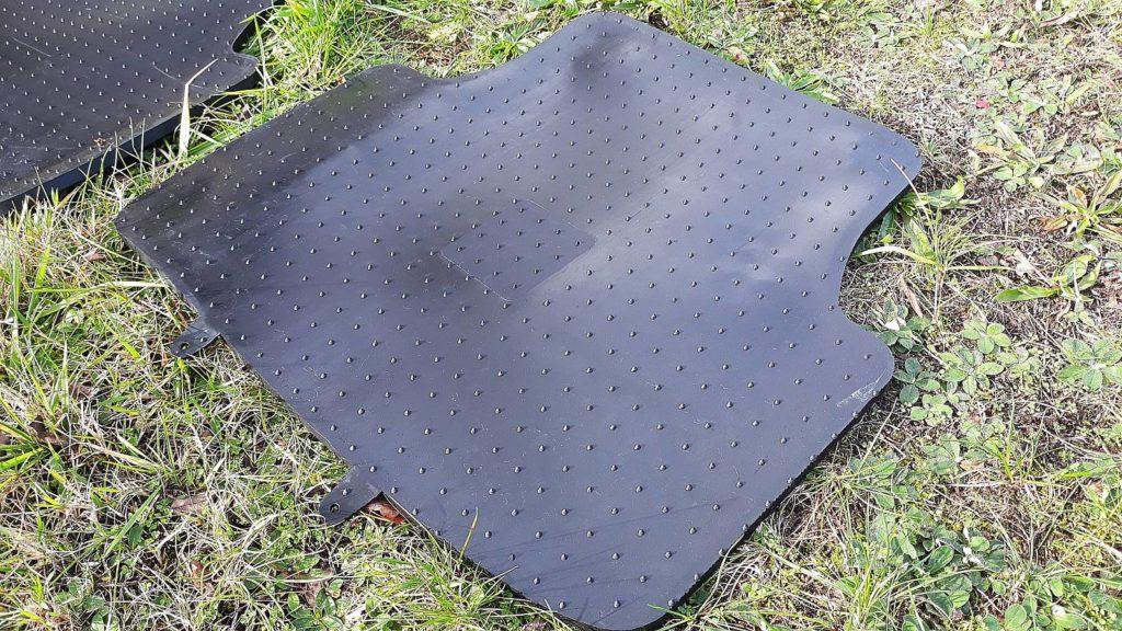 Gumowe dywaniki do samochodu